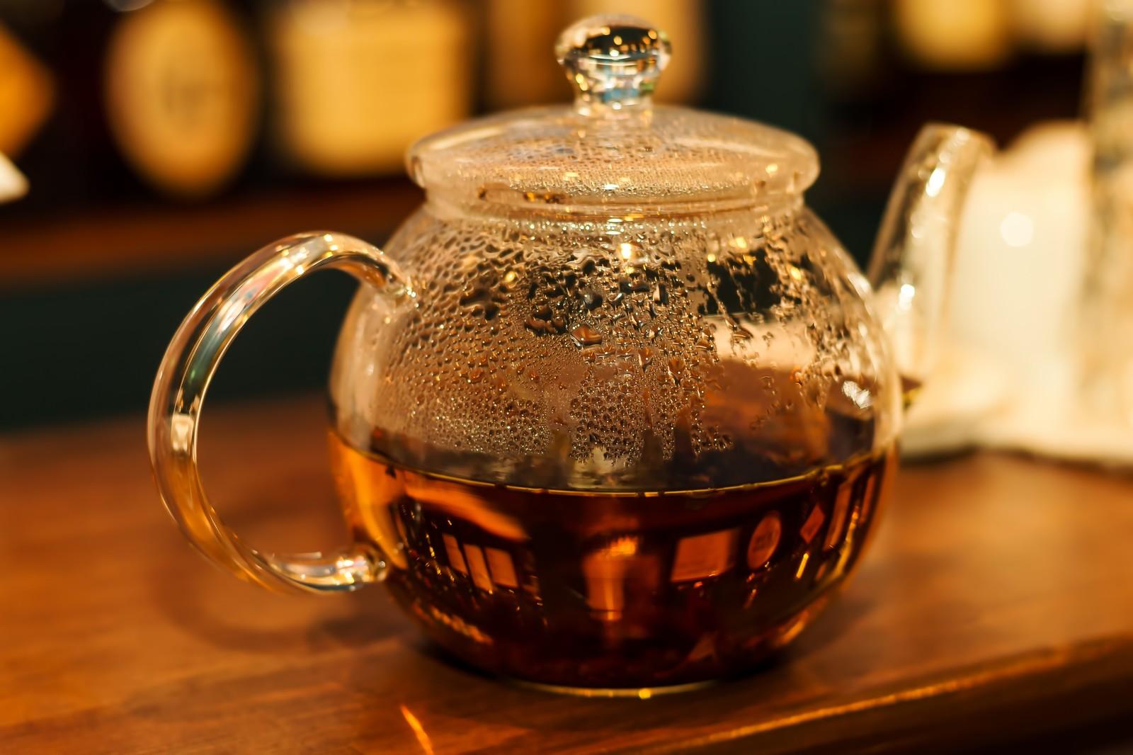 お茶の入ったティーポット