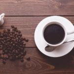 コーヒーカップに入ったコーヒー