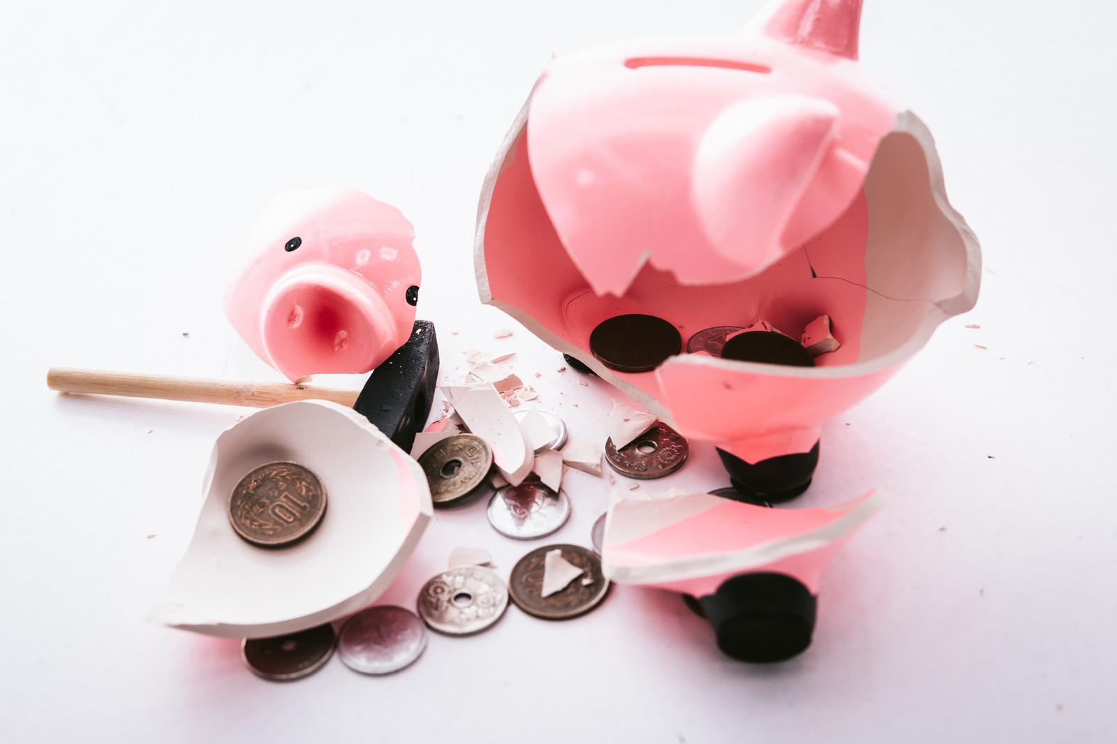 豚の貯金箱割れる